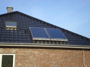 Thermische Solaranlage 2 Cosmo Sol Kollektoren mit ca. 2,5 m²/ Stck